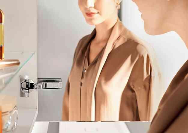 דלתות מראה וזכוכית לארונות אמבטיה - פתרונות פרזול ועיצוב לחדר האמבטיה