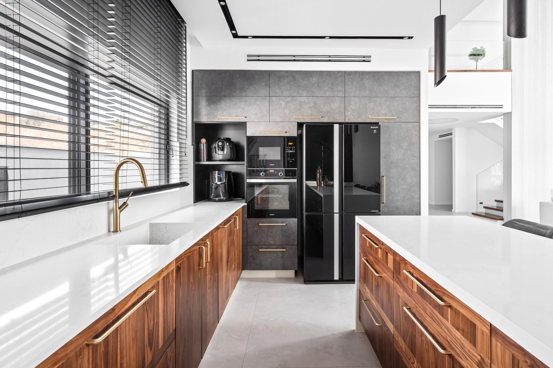 דלתות לארונות מטבח ורהיטים מבית PORTALINE | בלורן ייבוא ושיווק פרזול