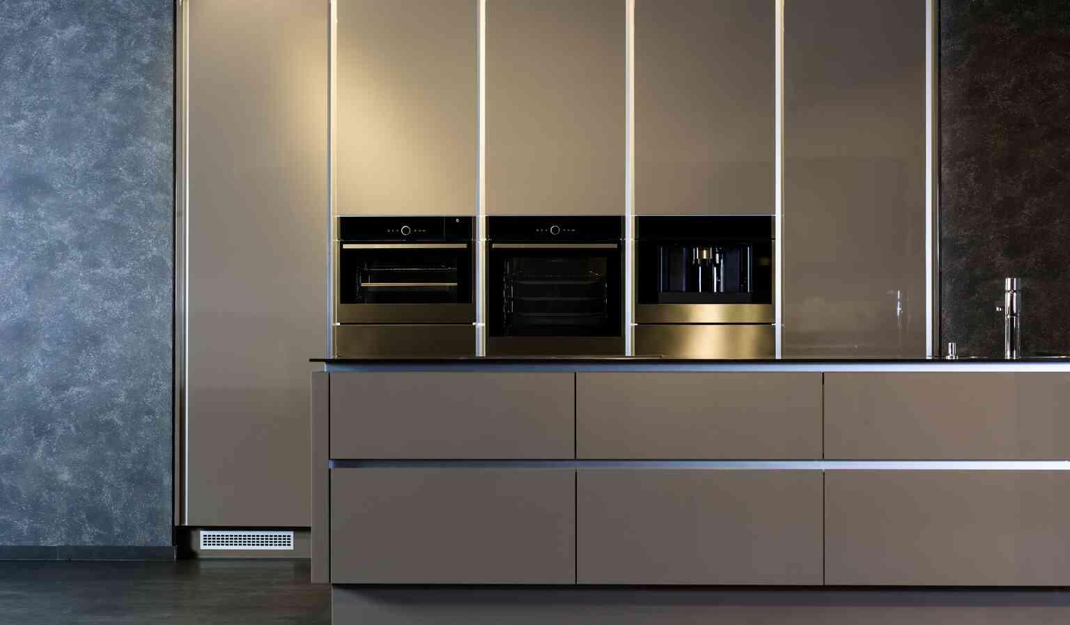 קולקציית דלתות זכוכית למטבחים ורהיטים מבית PORTALINE | בלורן פרזול