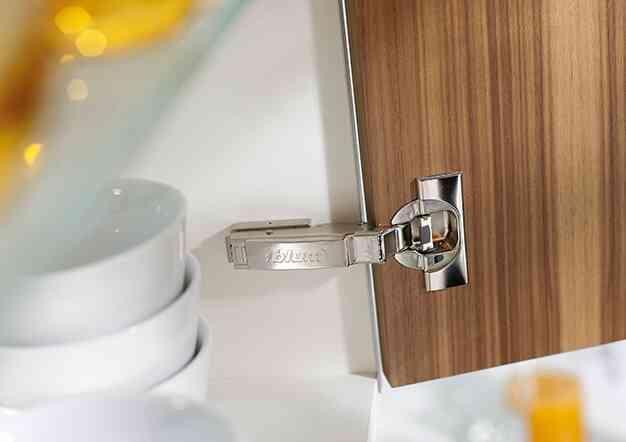 צירים לארון סטנדרטי/זוויתי  - קליפ טופ בלומושן | בלורן מוצרי פרזול איכותיים