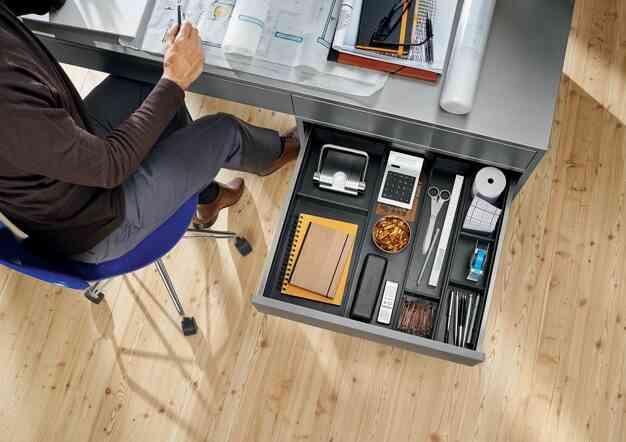 מגירות BLUM למשרד הביתי | בלורן מוצרי פרזול איכותיים